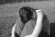Frau in Opferhaltung und ausgenutzt